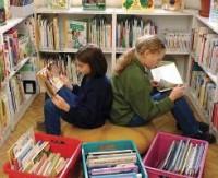 """Библиотекари прячут от петербургских детей """"острые"""" книги современных авторов"""