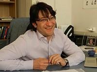 Александр Альперович: «Лежу на диване и читаю»