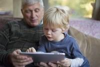 Каждый пятый британский ребенок читает книги на планшете