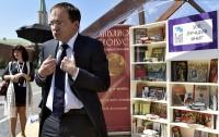 Коммерсант: Книги передвинули ближе к стене