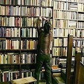 Британцы все реже тратятся на печатные версии романов-бестселлеров