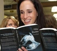 Эротический роман «Пятьдесят оттенков серого» бьет рекорды продаж в Британии