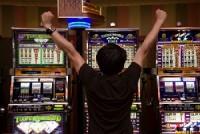 Кому можно делать ставки на спорт и играть в азартные игры?